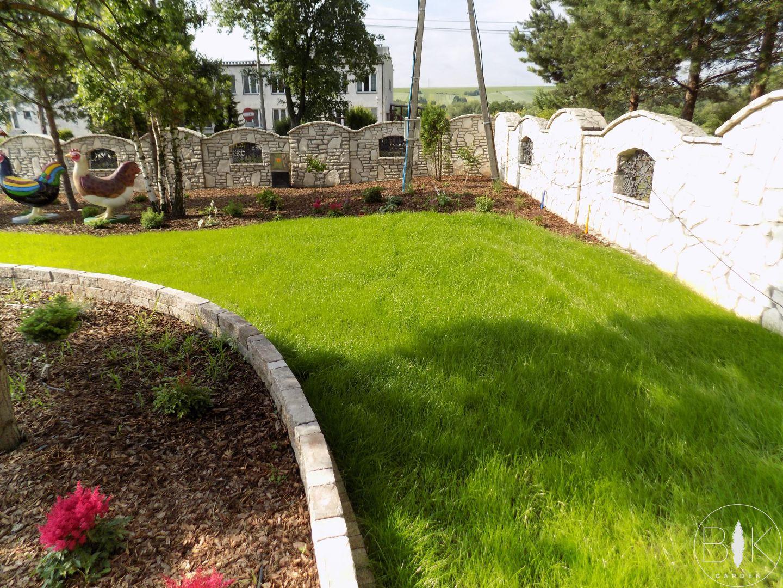 Trawnik z siewu + rabta roślinna + mur z wapiennia