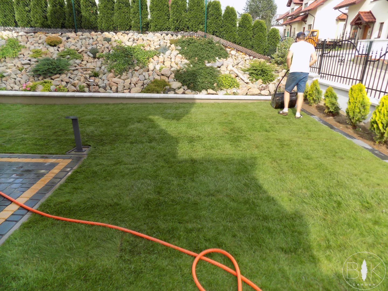 Walowanie trawy z rolki