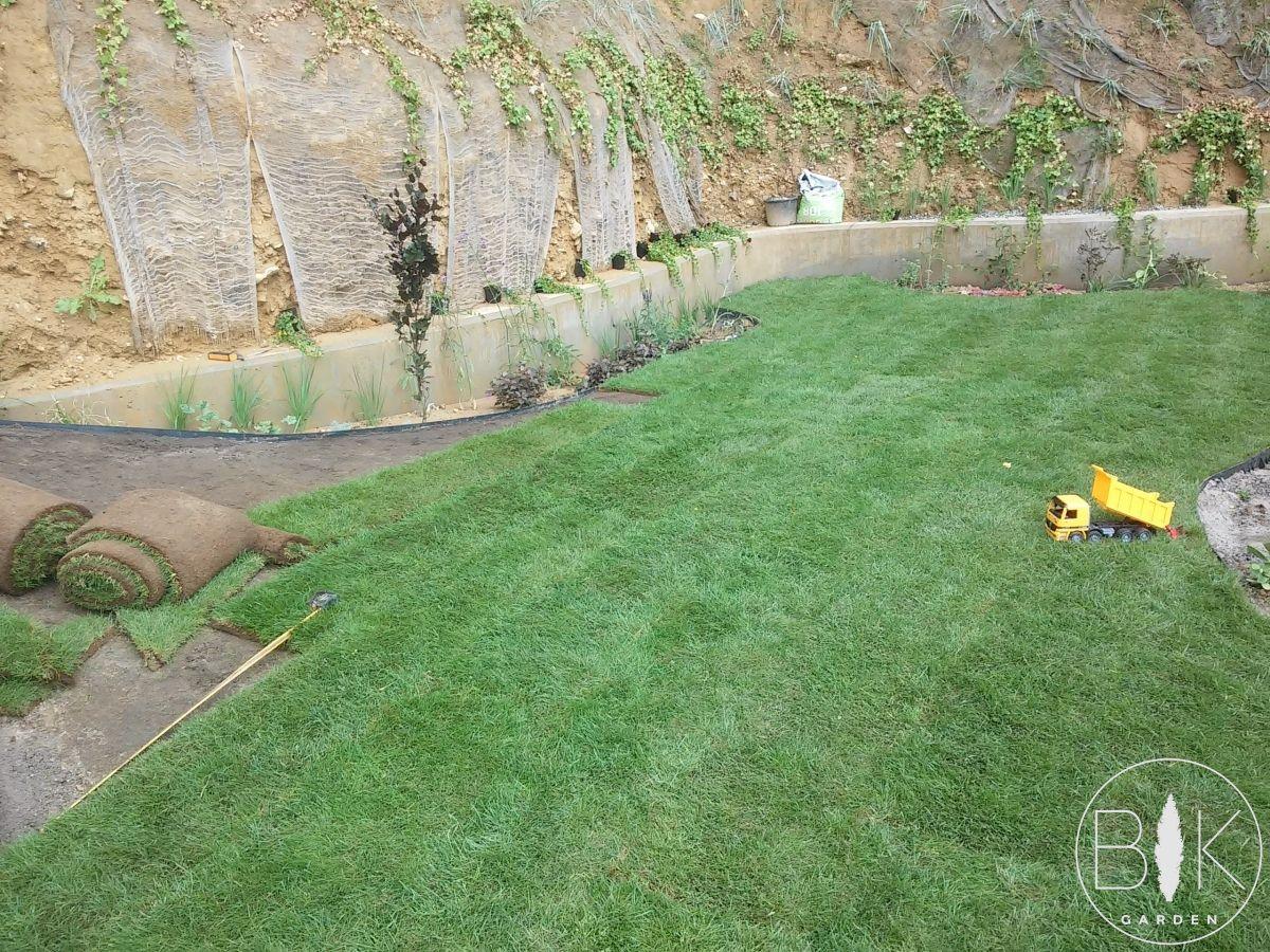 ukladanie trawy z rolki krakow