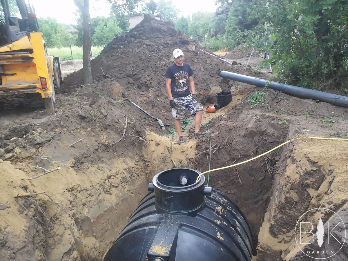 wkopywanie zbiornika wodnego